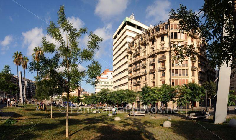 Barcelona stadsbeeld met parkje